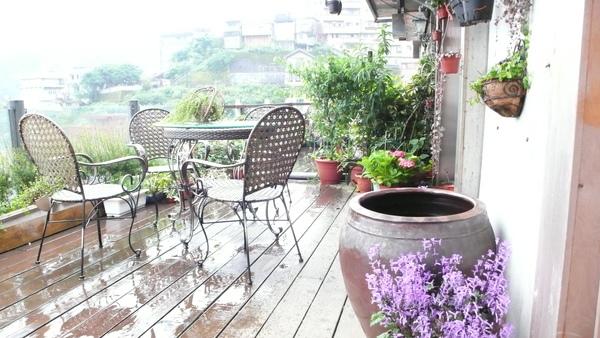 民宿咖啡館陽台.JPG
