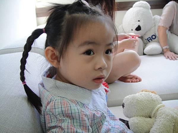 可愛小羅莉是新郎的堂姐的小孩