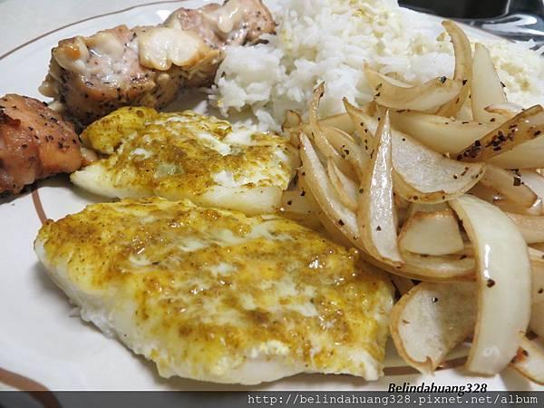 週六健康晚餐~鮭魚串燒、咖哩魚片烤、洋蔥烤