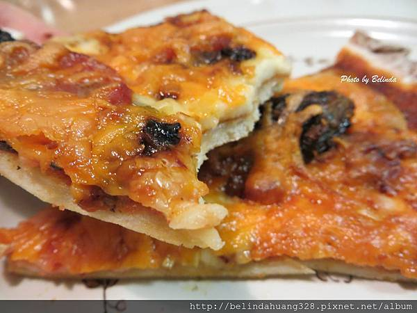 自製薄皮洋蔥培根球芽甘藍披薩1