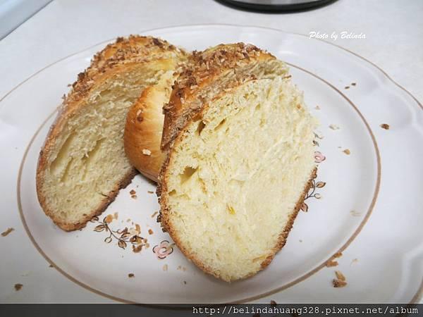 手工椰香麻花麵包1