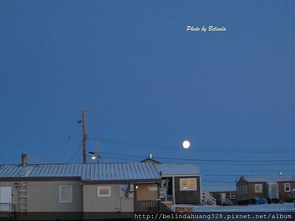 北極圈午後三點的明月20131113