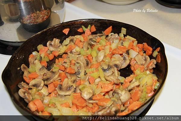 培根蘑菇馬鈴薯濃湯材料1