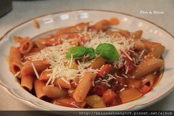 蕃茄甜椒醬汁義大利尖管麵1
