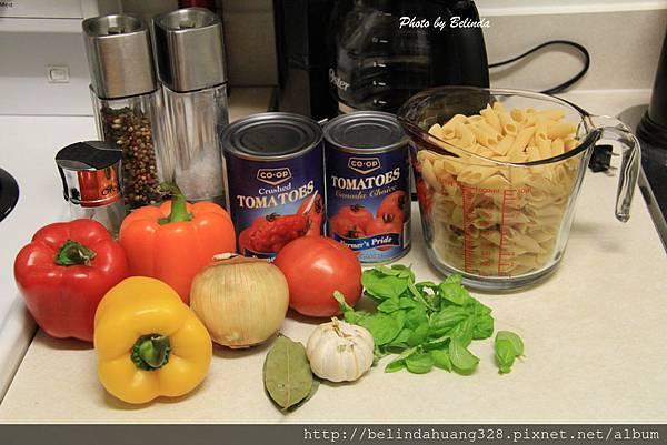 蕃茄甜椒醬汁義大利尖管麵材料