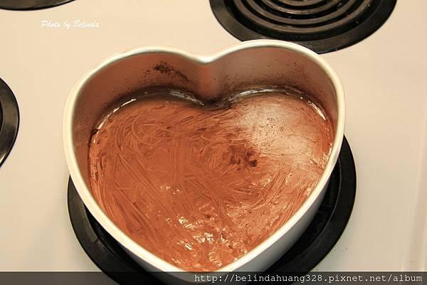 質樸的情人節巧克力蛋糕烤盤處理