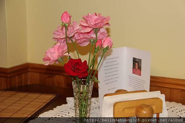 20140826婆婆栽種的玫瑰花1