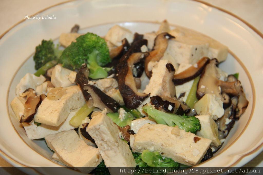 鹹雞蛋炒豆腐香菇綠花椰菜