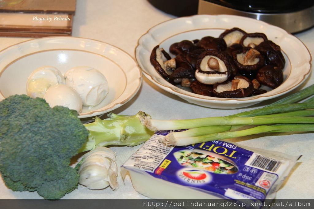 鹹雞蛋炒豆腐香菇綠花椰菜~1