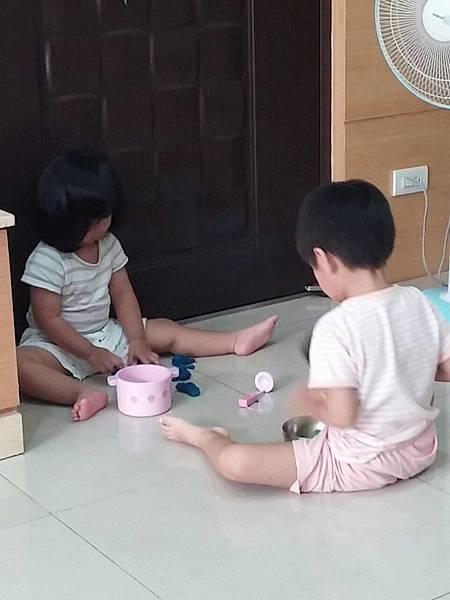 兄妹一起玩
