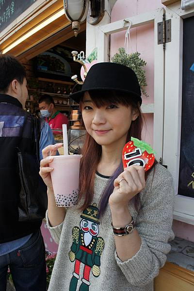 好貴的草莓牛奶