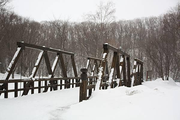 雪中的鏡橋
