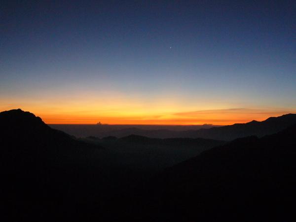 隔日凌晨看日出