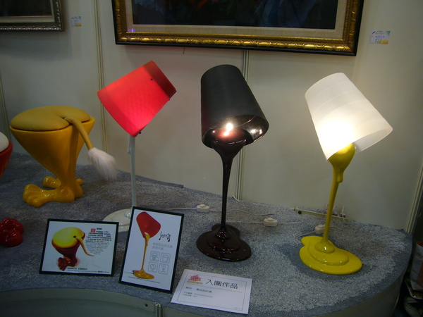 復興商工同學作品,顏料抬燈,有趣!