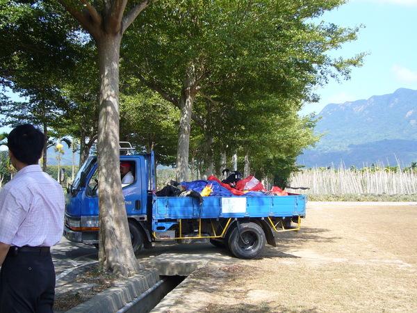 載裝備的卡車