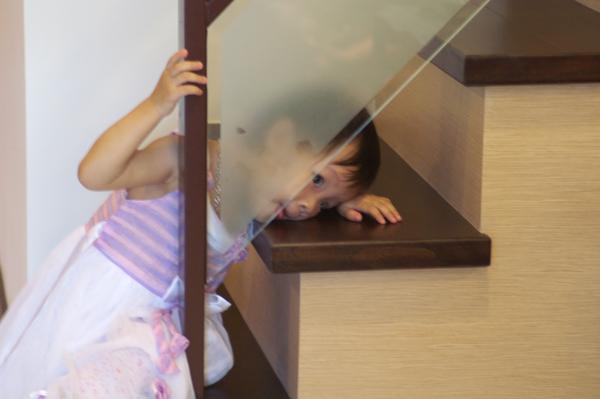 立刻飛奔到玻璃後舔舌頭,有老爸的真傳吶!