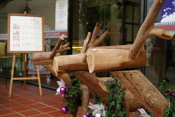 可愛的木製麋鹿