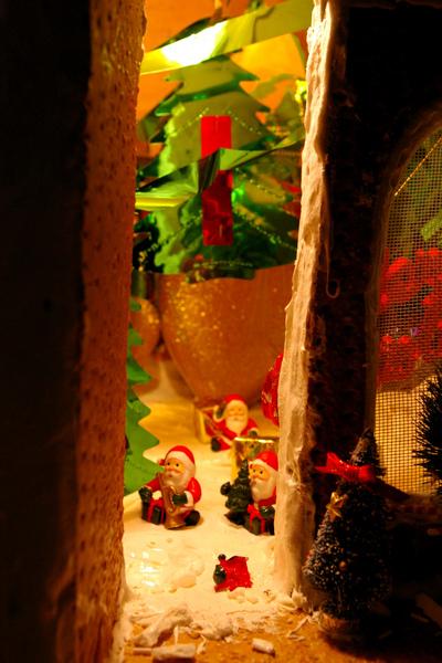 薑餅屋內的聖誕老人