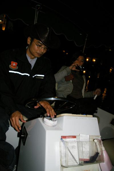 晚上做遊艇逛園內運河