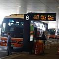 轉搭巴士前往飯店