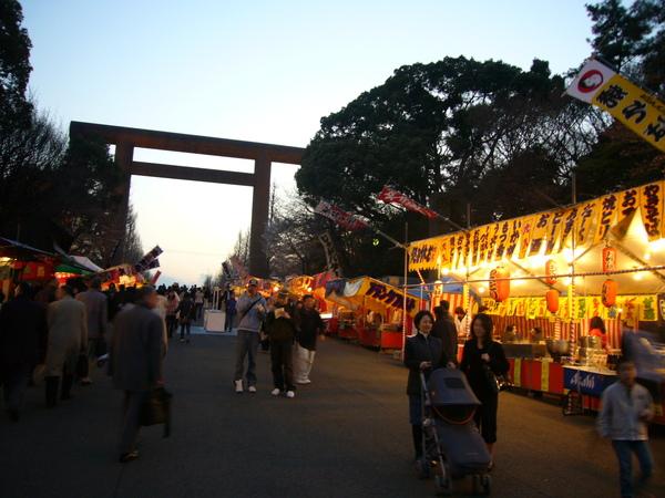 前往附近的櫻花祭夜市