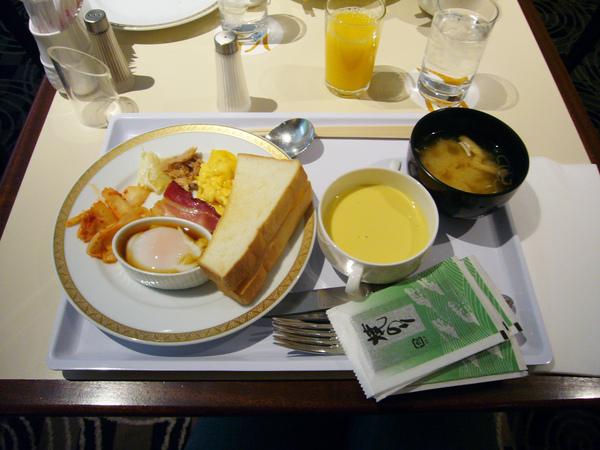 要吃點東西墊肚子,飯店早餐不怎麼樣