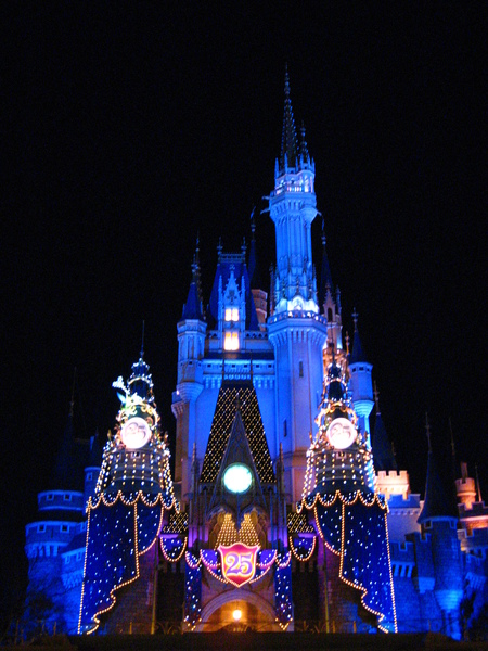 夜晚的大城堡