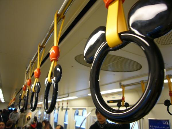 電車上的米奇拉環