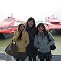 big ferry…約一個小時,大家都暈了。還是直飛好!!