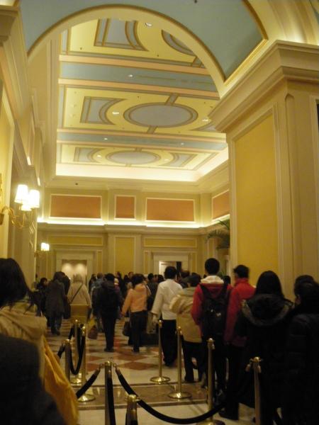 大廳滿滿人潮