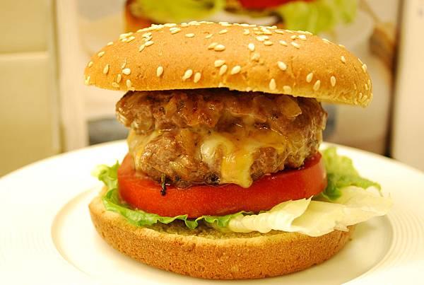 葛妮絲的起司鑲嵌漢堡 Gwyneth