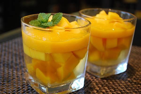 芒果白酒凍 White Wine Jelly w/ Fresh Mangoes