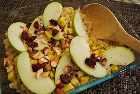 烹。安地斯山的五穀之母~高纖藜麥沙拉 Quinoa Salad w/ Apple and Sweet Potato
