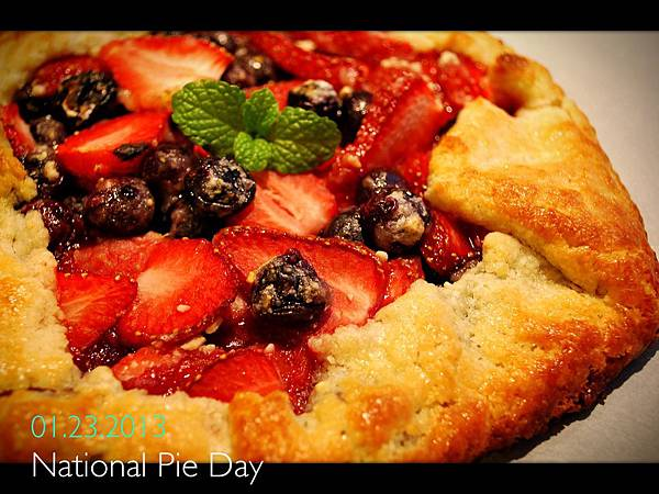 少年pie的奇幻漂流之免模型雙莓派 Strawberry and Blueberry Galette
