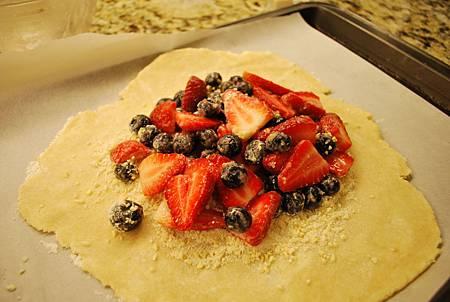 少年pie的奇幻漂流之免模型雙苺派 Strawberry and Blueberry Galette
