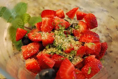 超簡單磅蛋糕莓果優格百匯 Pound Cake Berry Yogurt Parfait