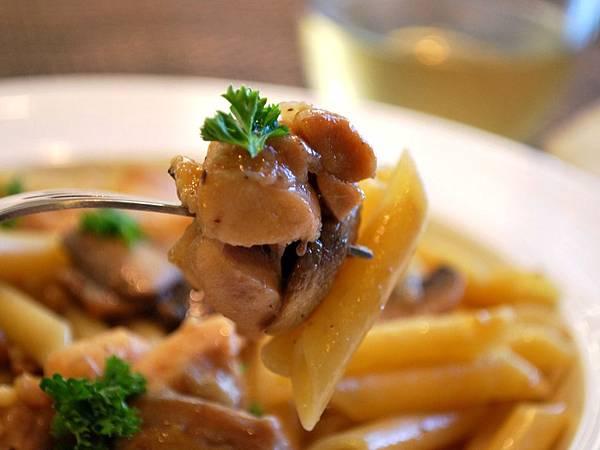 馬沙拉酒蘑菇燉雞鉛筆麵 Chicken Marsala Penne