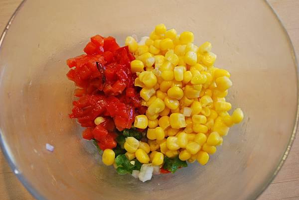 翻滾吧,燒烤魂!螺旋轉轉熱狗 Spiral-Cut Hot Dogs w/ Corn Salsa