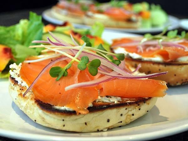 燻鮭魚貝果佐酸豆奶油乳酪醬 Smoked Salmon Bagel Sandwich