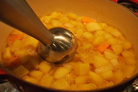 歐洲人這樣喝湯:蘋果甜薯防風草濃湯 Apple, Sweet Potato and Parsnip Soup