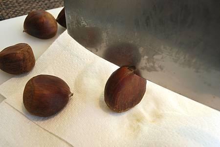 幸福的街頭小食~烤箱版糖炒栗子 Oven-Roasted Chestnuts