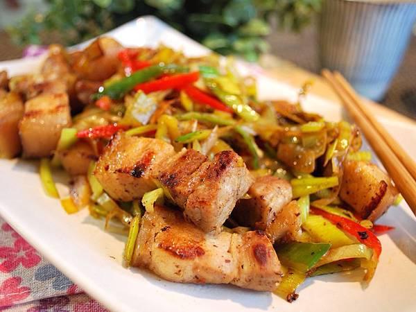 香噴噴好好味~鹽麴鹹豬肉炒韭蔥 Stir-Fried Shio Koji Pork w/ Leeks