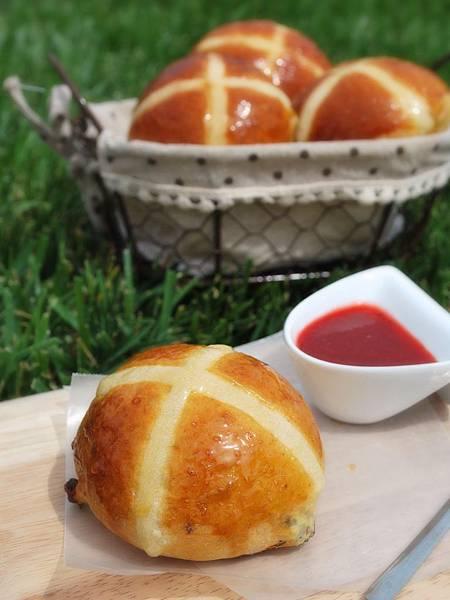 熱騰騰甜蜜出爐:復活節十字麵包 Hot Cross Buns