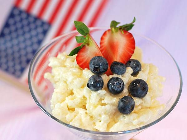 吃涼涼看煙火~莓果椰奶米布丁 Berries & Coconut Milk Rice Pudding