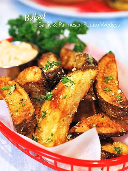 烤箱版蒜味起司薯角 Baked Garlic & Parmesan Potato Wedges