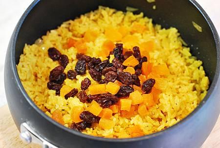 當吃膩了烤肉醬:優格烤雞肉串佐奶油薑黃飯 Yogurt Chicken Kabobs w/ Turmeric Rice