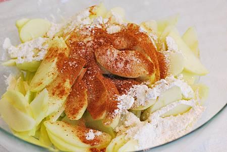 牛奶糖華麗變身:焦糖蘋果派 Lattice Caramel Apple Pie