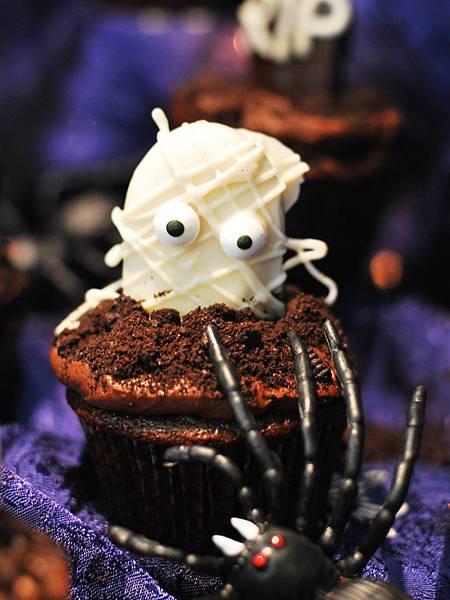 搞鬼搞怪萬聖夜:木乃伊杯子蛋糕 Mummy Cupcakes