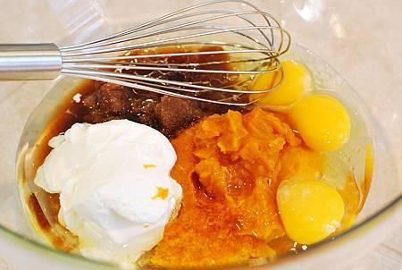 秋日的金黃盛宴:南瓜蛋糕佐楓糖乳酪糖霜 Pumpkin Cake with Maple Mascarpone Frosting