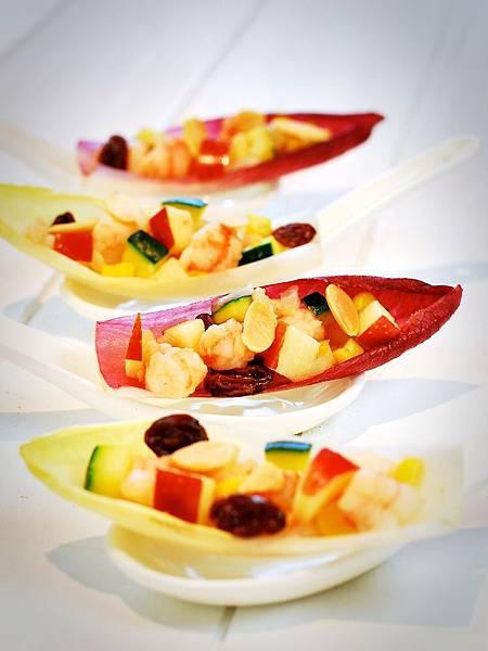 鴻運當頭賀新春:五彩蝦鬆 Shrimp & Veggies in Endive